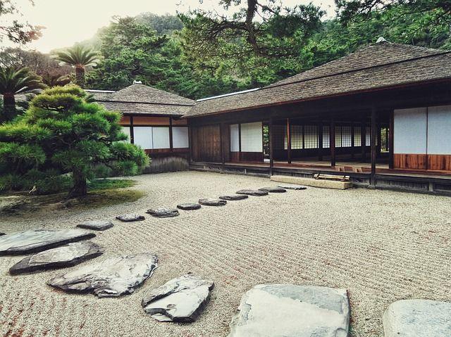 Zen Garten anlegen - Planung & Pflege von Steingärten